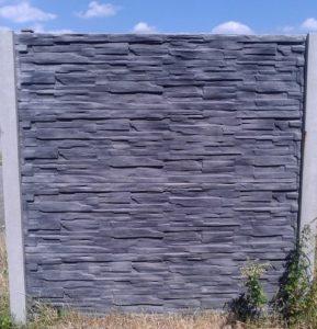 Černo-šedý betonový plot aneb fantazii se meze nekladou 03