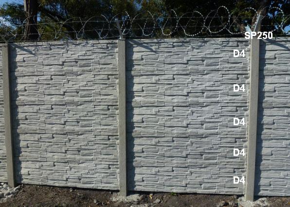 Betonový plot D4,D4,D4,D4,D4,SP250 + ostnatý a žiletkový drát