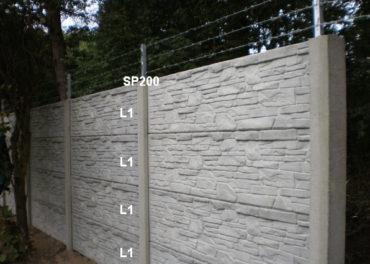 Betonový plot L1,L1,L1,L1,SP200 + ostnatý drát
